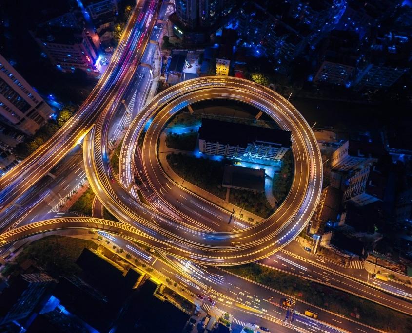 Abfahrt Autobahn bei Nacht